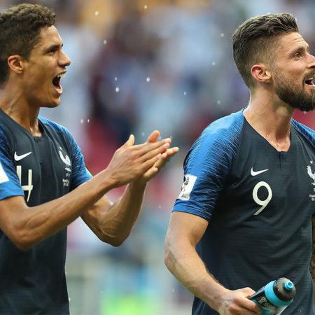 Olivier Giroud kan komma att lämna Chelsea på grund av för lite speltid